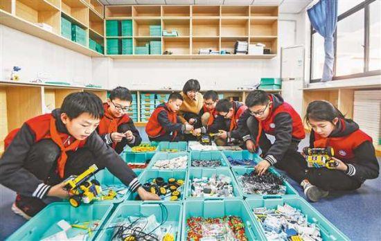 天宫殿学校学生正在参加社团活动。首席记者 龙帆 摄/视觉重庆