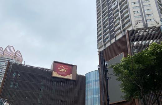"""建筑外立面穿上""""新衣""""。 刘钊 摄"""