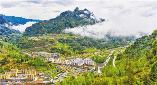 三月三十日,正在向乡村主题旅游小镇迈进的石柱土家族自治县中益乡。记者 万难 摄\视觉重庆
