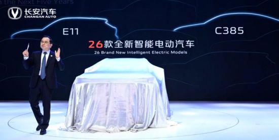 图为长安汽车董事长朱华荣透露,未来五年长安将陆续推出26款全新智能电动汽车。