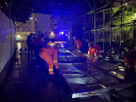 特大雷暴雨袭城 重庆渝北消防紧急救援