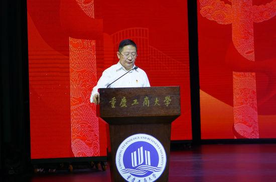 图为重庆市政协教科卫体委员会副主任、昭信教育研究院执行院长吴睫。陈鑫 摄