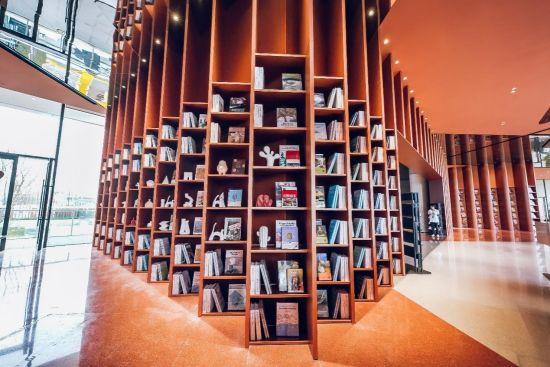 图为江南万科城售楼部,未来这里将打造成为城市生态图书馆。重庆万科 供图