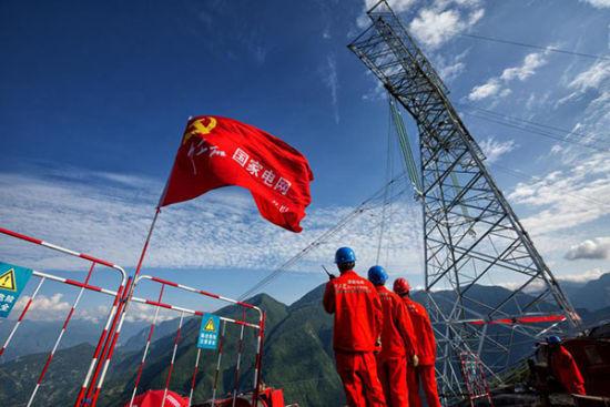 國家電網紅巖共產黨員服務隊在重點電網建設工程現場