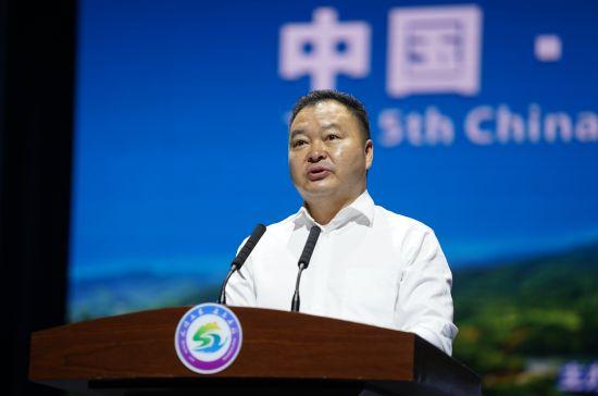 图为重庆市农科院副院长刘科发布《石柱黄连产业白皮书》。主办方供图