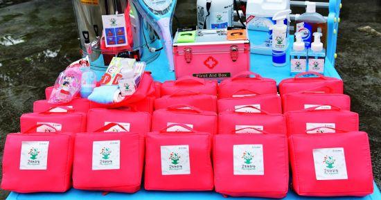 安利公益基金會捐贈的兒童衛生防護包。安利供圖