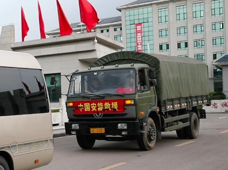 中國安能重慶救援基地派出第二批梯隊50人挖裝分隊,從萬州出發。受訪者供圖