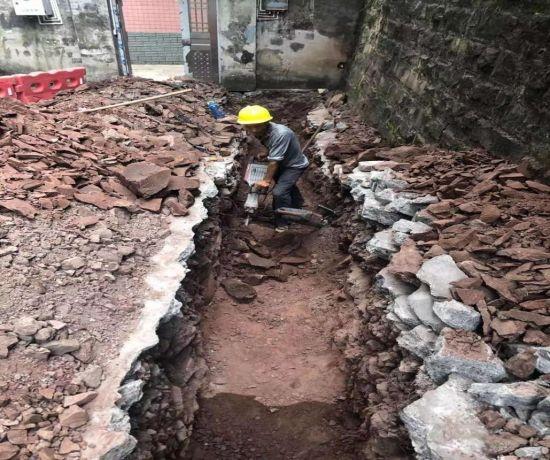 雨水管道施工过程图。巴南融媒体中心供图