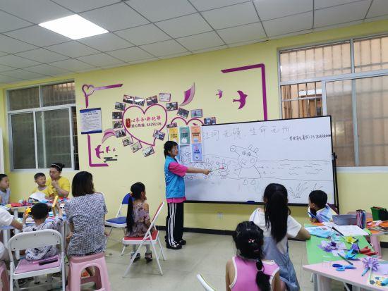 """图为""""小猪佩奇""""版防溺水宣讲。重庆工商职业学院供图"""
