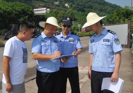 图为民警李春江工作画面。南岸区警方供图