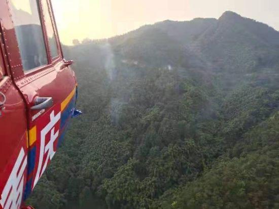 图为重庆市应急局航空救援总队直升机正在进行防火巡逻。重庆市应急局供图