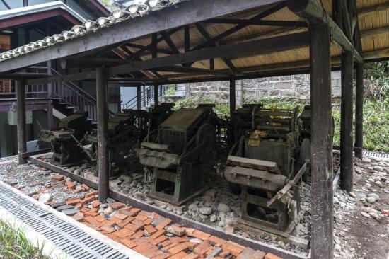 图为虎头岩《新华日报》总馆旧址印刷机。詹江 摄