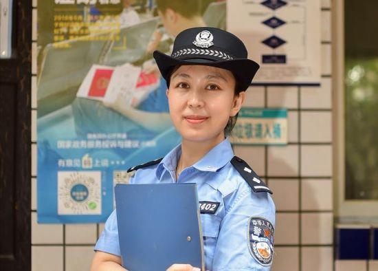 图为民警闫丽娜工作照。南岸警方供图