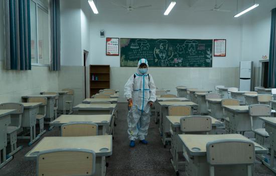 图为大足区东序学校开展疫情防控演练。受访者供图