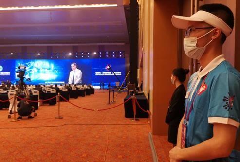 图为峰会组志愿者。重庆工商大学供图