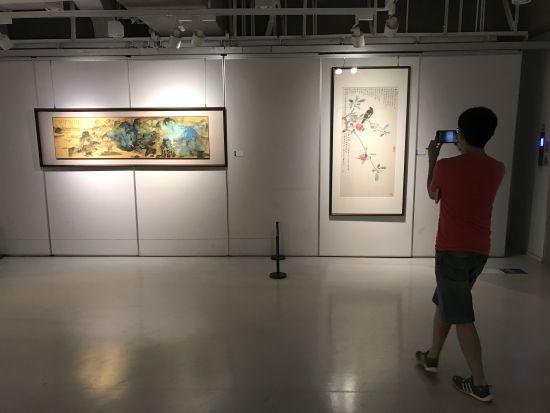 图为重庆国际文化交流中心成立20周年顾问书画作品展。肖江川 摄