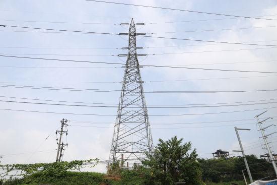 图为到了明年,埋入地下的电缆将取代这些铁塔、电网。展帆公司供图