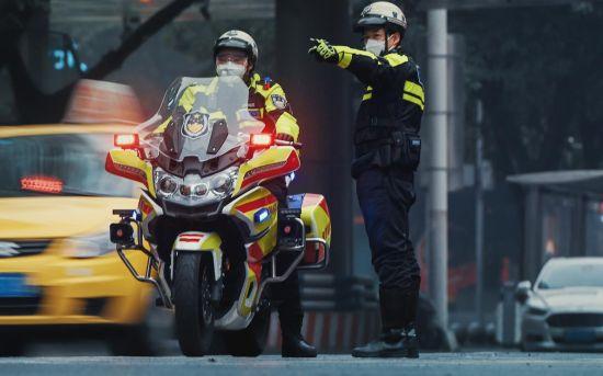 图为南岸交巡警工作画面。南岸警方供图