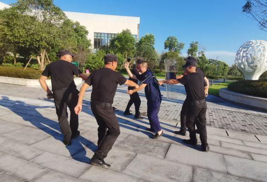 二号站平台APP强化安全意识提高安全技能 北新巴蜀中学开展防暴演练