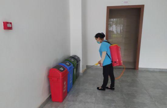 二号站平台APP美化校园环境 北新巴蜀中学开展深度清洁行动