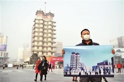 和二七塔的照片,站在郑州的二七广场