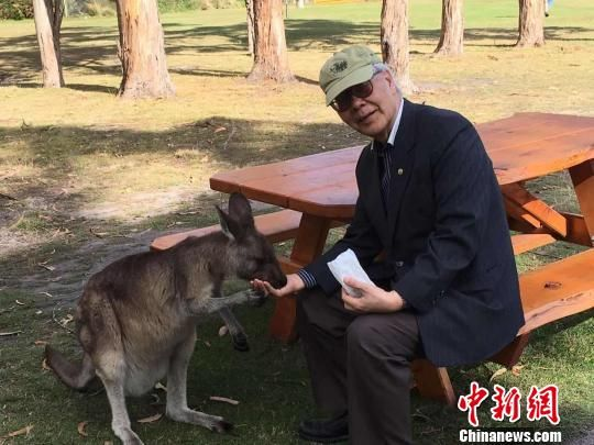 图为邓文中院士生活照。受访者供图