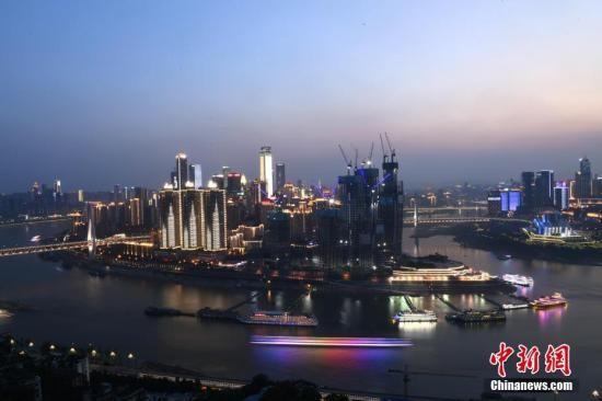 多座跨江大桥连接重庆渝中半岛.陈超 摄