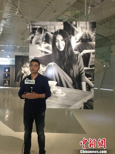 17日,著名摄影师肖全的个展《时代肖像——肖全镜头下的重庆女人》在重庆原美术馆开幕。 韩璐 摄