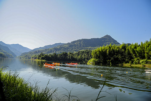 清溪湖国家水利风景区森林覆盖率达85%,是重庆第二大人工湖泊,适合