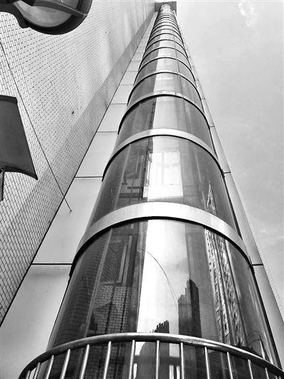 重庆老旧住宅加装电梯将有技术标准.记者 胡杰 摄-老旧住宅加装标准...图片 45872 400x533