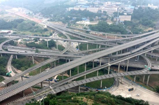 """""""魔幻立交桥,导航都要遭"""".黄桷湾立交,是目前西南地区最大、最"""