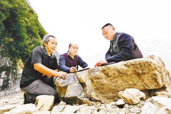 安达青肯泡革命村村民锻炼身体扭秧歌视频五视频