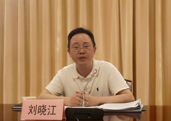 图为渝中区生态情景局局长刘晓江发布当地情景质量状态。摄影 刘贤