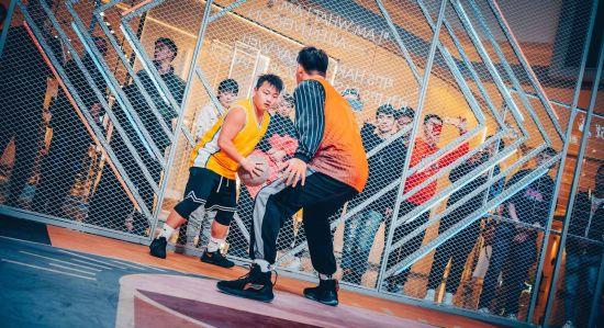 """重庆IFS""""1V1篮球挑战赛""""开战"""