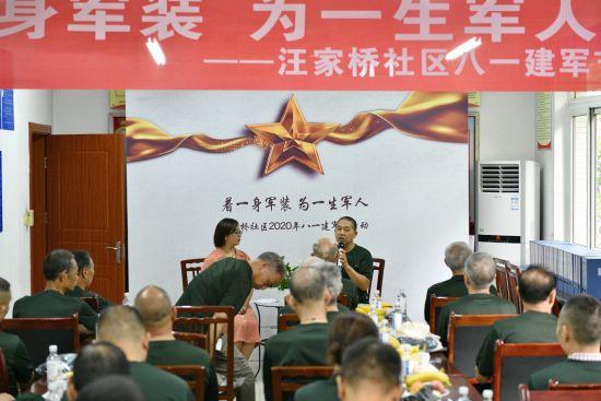 图为辖区退伍军人分享军旅故事。