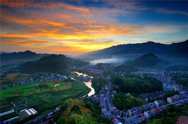 穿越秀山川河盖45道拐 小长假再探边城--26--重庆新闻