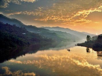重庆沿江小镇自然风景美如画